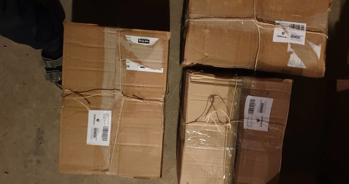 Děkujeme za balíčky s věcmi všeho druhu do našeho bazárku , ...