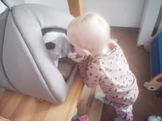 Může jít o obrázek child a indoor